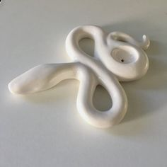 Ceramic Snake Pipe by Genna Williams Glass Pipes And Bongs, Clay Pipes, Cool Bongs, Weed Pipes, Stoner Art, Puff And Pass, Head Shop, Smoking Accessories, Diy Clay
