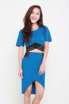 EVE CROP TOP - BLUE – Bella Blizz Basic Crop Top, Playsuits, How To Look Better, Jumpsuit, Short Sleeve Dresses, Rompers, Shirt Dress, Crop Tops, Elegant