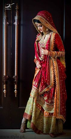 The Pakistani Bridal Dresses 2017 reveal shades and designs for shaadi season.Collection of the most beautiful Pakistani Bridal dresses Bridal Dupatta, Indian Bridal Lehenga, Pakistani Bridal Dresses, Indian Dresses, Red Lehenga, Pakistani Couture, Lehenga Choli Wedding, Designer Bridal Lehenga, Indian Wedding Couple Photography