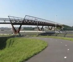 "Completed in the stunning ""Kick Pruijsbrug"" bridge spans the 16 lanes of a motorway between Amsterdam and The Hague. Paper Bridge, Bridge Structure, Sky Walk, Steel Bridge, Park Pavilion, Bridge Design, Pedestrian Bridge, Picture Story, Concrete Design"