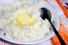 440. Молочная рисовая каша (как в д/садике) На 5-6 порций средней вязкости каши ( можно брать все наполовину меньше) Крупа рисовая-круглая, непропаренная - 1 стакан 200гр ( рекомендую рис брать Краснодарский) Вода - 2 стакана по 200 мл 2-3 стакана молока ( до желаемой густоты) Соль на кончике ч.л Сахар по вкусу