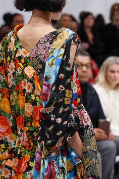 Balenciaga Fall 2016 Ready-to-Wear Fashion Show Details