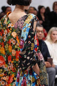 Balenciaga Fall 2016 Ready-to-Wear Fashion Show Details