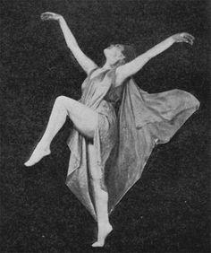 Amazing Photos of the First Modern Dancer Isadora Duncan Isadora Duncan, Contemporary Dance, Modern Dance, Dance Photography, Vintage Photography, Street Dance, Vintage Dance, Vintage Circus, Dance Poses