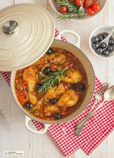 A la hora de la cena casi siempre me encuentro con la duda de qué preparar. Con esta receta de pollo al romero con aceitunas negras y alcaparras lo tengo sol...