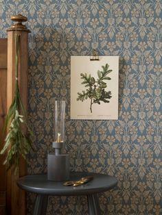 Interior Wallpaper, Interior Walls, Wall Wallpaper, Scandi Wallpaper, Wallpaper Wallpapers, Morris Wallpapers, Red Cottage, Aesthetic Wallpapers, Art Deco