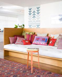 Uma decoração entre arte e memórias. Confira: http://casadevalentina.com.br/blog/detalhes/entre-arte-e-memorias-2783 #decor #decoracao #interior #design #casa #home #house #idea #ideia #detalhes #details #art #arte #casadevalentina #living #livingroom #sala #saladeestar