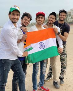 Let's keep the memories of all the people who sacrificed their lives for our country alive. Wishing you a Happy Independence Day I love my India 🇮🇳💖 Independence Day Pictures, Independence Day Wishes, Film Your Name, Chocolate Boys, Best Friendship, Friendship Quotes, Republic Day, Team 7, Photo Wallpaper