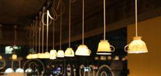 45 Lampen, die aus altem Krempel gemacht wurden.