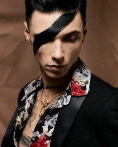 Black Viel Brides, Black Veil Brides Andy, Andy Biersack, Hollywood Arts, Bvb Fan, Andy Black, Famous Couples, Pictures To Draw, Handsome Boys