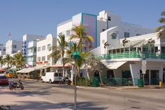 Google Image Result for http://www.planetware.com/i/photo/art-deco-district-miami-beach-flmb2.jpg