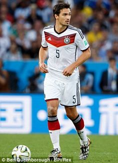 Mats Hummels and Thomas Vermaelen are both reportedly targets for Van Gaal   e060d98132c65