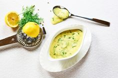"Hollandaise sauce is one of the five ""mother sauces"" of French cuisine — a basic sauce that is delicious on its own or can be used to make several other sauces. Blender Recipes, Ham Recipes, Cooking Recipes, Healthy Recipes, Pesto Dressing, Sauce Hollandaise, Steam Veggies, Tapenade, Easy Meals"