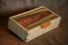 Decorative Boxes : Curly Maple and Cocobolo box -Read More – Small Wood Box, Small Boxes, Wooden Jewelry Boxes, Jewellery Boxes, Woodworking Box, Woodworking Projects, Woodworking Machinery, Wooden Box Designs, Bandsaw Box