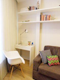 Este apartamento tem 48 m² e é um projeto de Ana Lucia Correia, Paueica Coimbra e Patricia Calmon, do Espaço Interior Arquitetura e Design. O apê tem quarto, sala, suíte com closet, lavabo, cozinha e pequena área em armário.