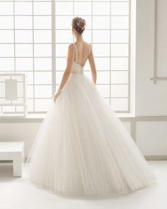 DÉDALO traje de novia con cuerpo de tul bordado pedrería y falda de tul.