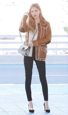 Check out Blackpink @ Iomoio Blackpink Fashion, Fashion Idol, Korean Fashion, Fashion Outfits, Kim Jennie, Kpop Outfits, Cute Outfits, Athleisure, Kim Jisoo