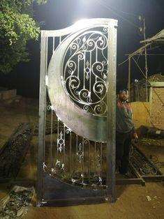 Metal Gates, Wrought Iron Doors, Grill Door Design, Iron Gate Design, Steel Doors, House Design, Wrought Iron Decor, Iron Decor, Iron Furniture