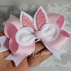 Best 12 These cute bows are perfect for your little bunny this Easter. They are made using a white faux suede fabric and – SkillOfKing. Ribbon Hair Bows, Diy Hair Bows, Diy Bow, Diy Ribbon, Baby Girl Bows, Girls Bows, Bow Template, Boutique Hair Bows, Diy Hair Accessories
