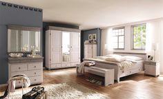 Romantisches Schlafzimmer im Landhausstil Kiefer massiv weiß / Absetzung lava  Bett, Nachtkommode, Kleiderschrank, Kommode, Spiegel