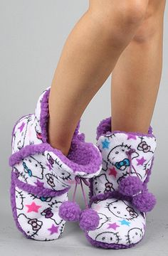 Purple hello kitty boots -- I have the pink ones Hello Kitty House, Hello Kitty Birthday, Hello Kitty Clothes, Hello Kitty Items, Sock Shoes, Cute Shoes, Me Too Shoes, Lazy Day Outfits, Cute Outfits