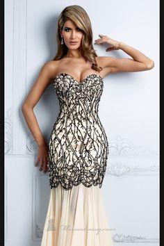 Gasa color nude bordado con chaquira y lentejuela negra Disponible en BLU boutique