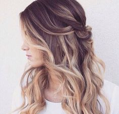 Blonde is a versatile hair color and is always popular all the time. And balayage is an extraordinary hair coloring transition that combines one color to another naturally. Combining blondes and ba… Best Ombre Hair, Ombre Hair Color, Corte Y Color, Hair Day, Girl Hair, Balage Hair, Wavy Hair, Short Hair, Pretty Hairstyles