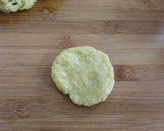 Νηστίσιμα κουλουράκια γεμιστά με καρύδι, σταφίδες και μέλι συνταγή από Zoe Tsomaka - Cookpad Cheese, Ethnic Recipes, Food, Essen, Meals, Yemek, Eten