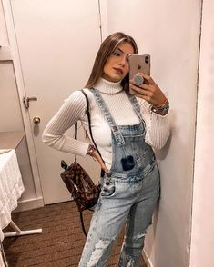 by e Tendência Retro Fashion, Girl Fashion, Fashion Looks, Fashion Outfits, Womens Fashion, Overalls Outfit, Overalls Women, Pretty Outfits, Beautiful Outfits