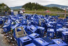 Na dann Prost! Ein Lkw-Unfall hat Freitagfrüh eine mehrstündige Sperre der Südautobahn in Niederösterreich Wien nach sich gezogen. Ein mit Bier beladener Lastwagen hat bei Zöbern seine Ladung verloren. Die Bierkisten lagen über die gesamte Fahrbahn verstreut. Mehr Bilder des Tages auf: http://www.nachrichten.at/nachrichten/bilder_des_tages/ (Bild: APA)