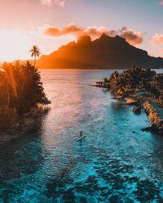 I want to travel a lot, and one of my dream vacations, is Bora Bora. Vacation Places, Dream Vacations, Vacation Spots, Vacation Travel, Beach Travel, Travel Goals, Travel Hacks, Landscape Photography, Nature Photography