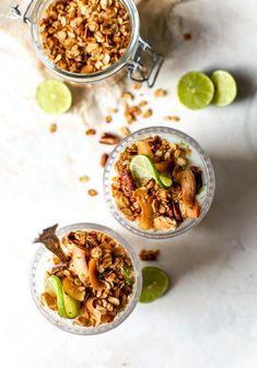 Key Lime Coconut Parfaits with Graham Cracker Granola Sundae Recipes, Protein Bar Recipes, Protein Bars, Healthy Plate, Healthy Snacks, Healthy Recipes, Key Lime Parfait, Best Key Lime Pie, Desserts Menu