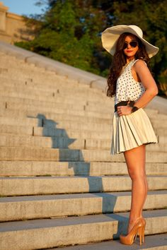 polka dots (hate, but cute here) + pleated skirt + floppy hat + nude pumps