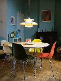 I love this table and chairs!