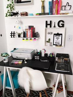 Home office design ideas 1 Home Office Furniture Design, Home Office Design, Home Office Decor, Office Ideas, Office Table, Bedroom Office, Office Setup, Decoration Bedroom, Diy Home Decor Bedroom