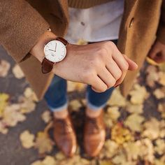 We' re absolutely in love with the Daniel Wellington watches! They're beyond fashionable and so easy to wear and mix! Stylish Watches, Luxury Watches, Watches For Men, Women's Watches, Ladies Watches, Wrist Watches, Daniel Wellington Classic, Daniel Wellington Watch Women, Outfits