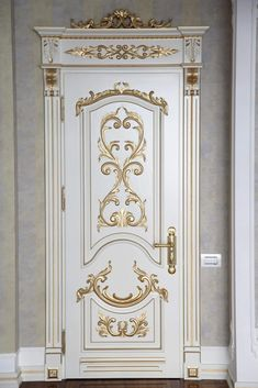 Hinged door with side frames and carved superior capitals is ivory lacquered and decorated with gold leaf - Salvabrani Doors, Door Design Wood, Wooden Door Design, Prehung Doors, Wood Doors Interior, Door Gate Design, Door Glass Design, Doors Interior, Luxury Interior Design
