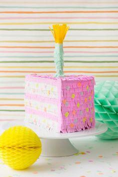 Piñatas y mas piñatas, hace poco les motramos como hacer una piñata en forma de manzana, hoy les traemos como hacer una piñata en forma de torta. Las piñatas son lo ideal para los cumpleaños. Como dijimos anteriormente es prácticamente lo mas importante a la hora de despedir a los chiquitos! La piñata nunca deberia faltar.  http://www.todomanualidades.net/2015/06/como-hacer-un-pinata-en-forma-de-torta/