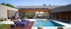 Highly Modern Residence Design in California: Awesome Architecture Of Menlo Park Residence Matarozzi Pelsinger Builders Back Space With Wooden Deck And Blue Pool ~ FreeSharing Villa Inspiration U Shaped House Plans, U Shaped Houses, Pool House Plans, Patio Design, Exterior Design, Interior And Exterior, House Design, Backyard Designs, Landscaping Design