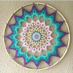 Crochet Mandala, Crochet Granny, Dream Catcher Tutorial, Crochet Wall Hangings, Hanging Mobile, Dream Catcher Boho, Macrame, Crochet Patterns, Outdoor Blanket