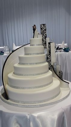 Glamour and diamond wedding cake ~ all edible, love the curving staircase look.