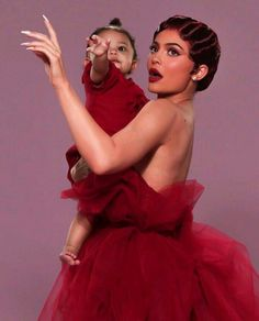 Youngest billionaire, Kylie Jenner and daughter Stormi Webster in gorgeous photoshoot - NaijaDome Looks Kylie Jenner, Kylie Jenner Pictures, Kendall Jenner Outfits, Kendall And Kylie Jenner, Travis Scott Kylie Jenner, Kyle Jenner, Estilo Kardashian, Kardashian Jenner, Kardashian Family