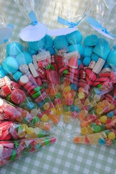 Great idea to have as party favors for my daughters birthday or for my nieces baptism! Candy Party, Party Treats, Party Favors, Diy Party, Favours, Ideas Party, Candy Bouquet, Candy Gifts, Unicorn Birthday Parties