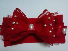 faixa com laço de feltro, coberto de renda com aplicações de pérola e strass. cores : vermelha,rosa,preta,branca,lilás.outras cores sob consulta!!