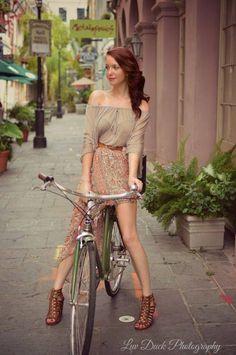 Beautiful Biker (via Keltron_) Cycle Chic, Bicycle Women, Bicycle Girl, Road Bike Women, Velo Biking, Mountain Bike Shop, Mountain Biking, Biker, Bicycle Store
