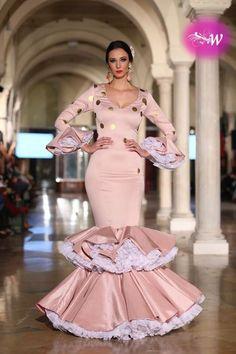 flamencuraweb.com | Rafael Leveque, VIVA by WLF 2018 Flamenco Skirt, Flamenco Dresses, Spanish Dress, Pretty In Pink, Nice Dresses, Peplum Dress, Fashion Photography, Two Piece Skirt Set, Gowns