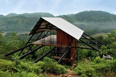 Perched high atop the ground between a rubber plantation and the Kalutaea jungle in Sri Lanka, architect Narein Perera designed this breathtaking bungalow. Bungalows, Cabana, Sri Lanka, Interior Architecture, Architecture Layout, Architecture Journal, Amazing Architecture, Gazebo, Sustainable Architecture