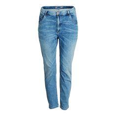 Ett par lösare, avslappnade jeans som är lika bekväma som trendiga. Den ljusblå tvätten ger en fräsch, krispig känsla och med stilrena detaljer får jeansen ett välarbetat uttryck.