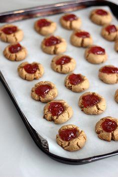 Grain-Free Peanut Butter and Jelly Cookies // Tasty Yummies // Paleo-friendly // Vegan