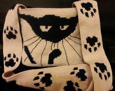 Очень интересная и стильная на мой взгляд сумка. Схемы вязания.